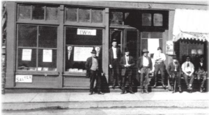 Men outside IWW headquarters in Duluth