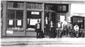 Men outside IWW headquarters in Duluth